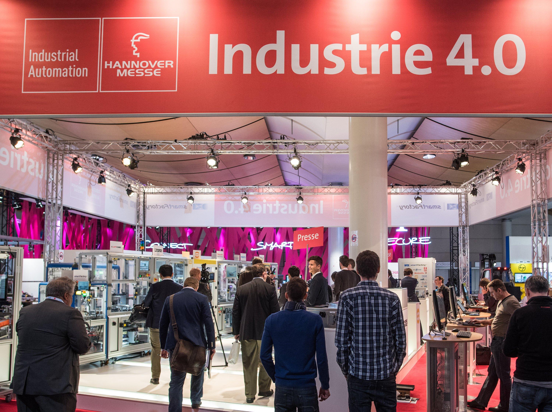 Industrie 4.0 ist das Hauptthema der Hannover Messe: Durch die Vernetzung der Produktion können in Deutschland bis 2018 rund 10.000 hochqualifizierte Arbeitsplätze für Informatikingenieure, Softwaredesigner und Automatisierungstechniker entstehen, erwartet der Branchenverband VDMA.