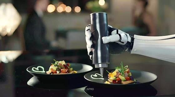 Kochender Roboter mit sensiblen Händen ingenieur de