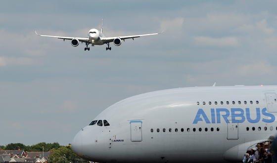 Da geht noch was: Airbus will seinen A380 künftig mit 544 statt 525 Sitzplätzen bauen. Das macht den Großraumflieger für die Airlines profitabler.