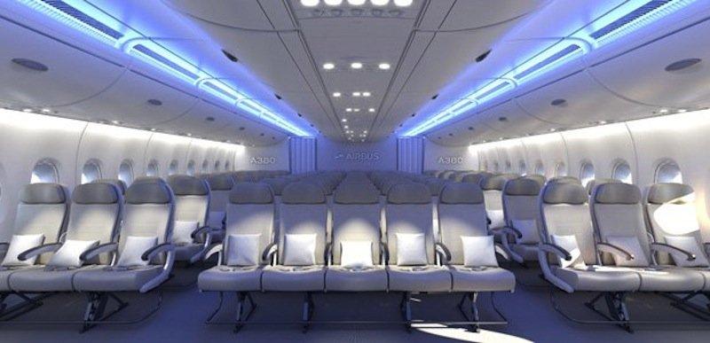 Elfer-Sitzreihe im A380: An der Breite der Sitze soll sich nichts ändern. Lediglich die Armlehnen werden laut Airbus schmäler.