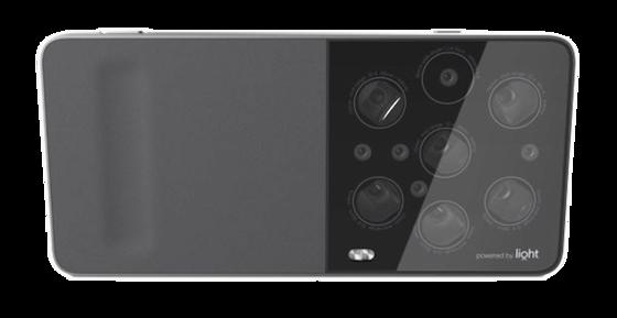 Dank mehrerer Linsen soll die neue Kamera-Technik des MIT-Start-ups Light eine Auflösung von 52 Megapixel erreichen und angeblich das Niveau von Spiegelreflexkameras erreichen. Der Marktstart ist für 2016 geplant. Die Rechte an der Innovation hat sich der Auftragsfertiger Foxconn gesichert, der unter anderem das iPhone herstellt.