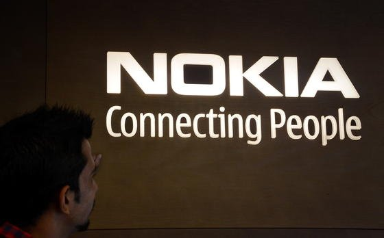 Nokia verbindet Menschen: Angeblich wollen die Finnen dahin zurück. Und sobald die Rechte von Microsoft am Markennamen auslaufen Smartphonesunter dem Namen Nokia anbieten.