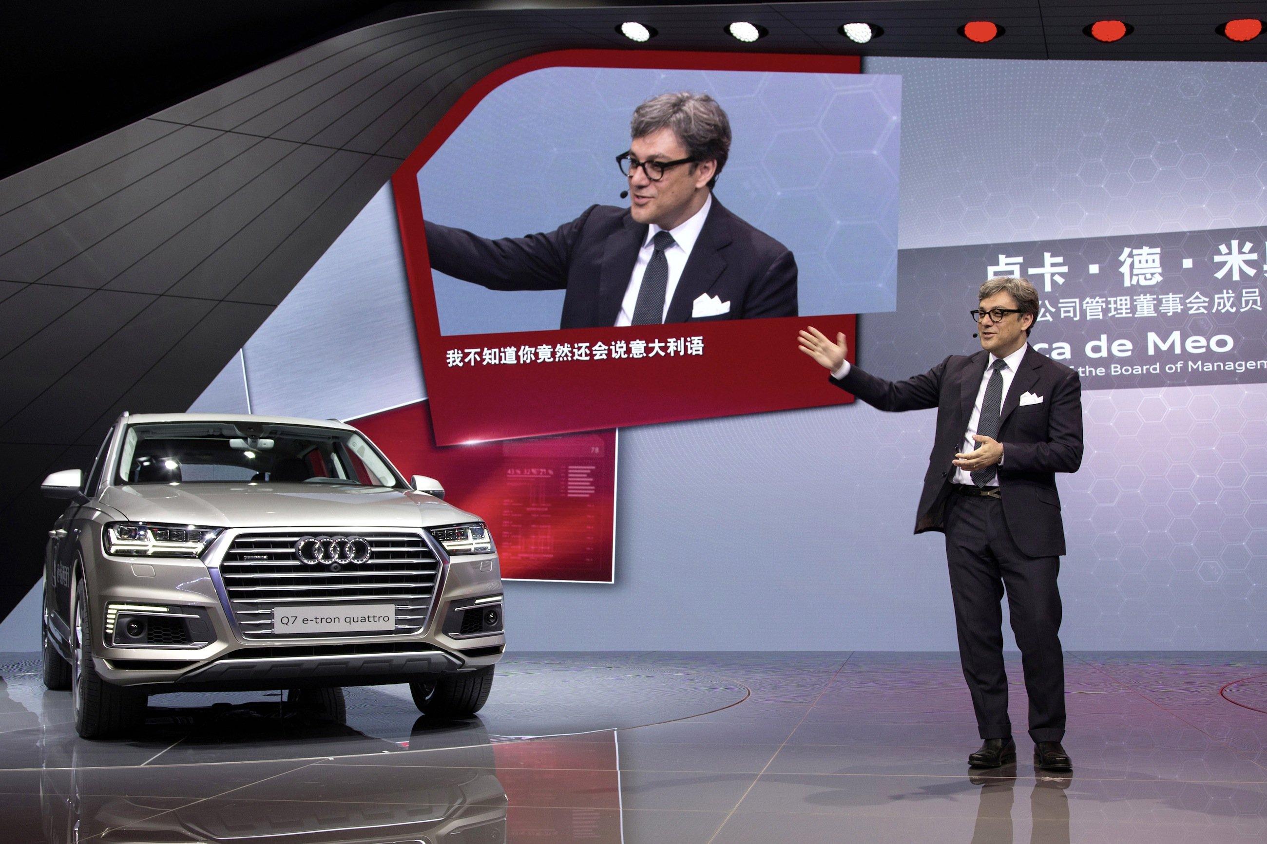 Audi hat dem wuchtige Q7 für den asiatischen Markt einen Hybridantrieb verpasst, den es für Europa nicht gibt.