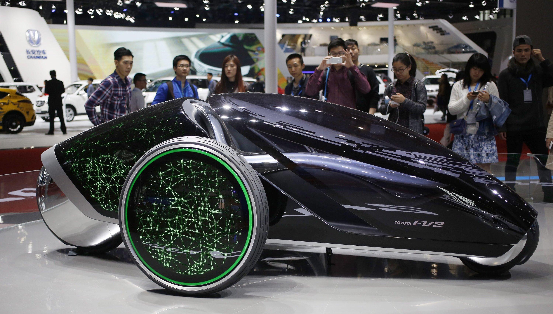 Das Konzeptauto FV2 von Toyota wird nicht durch ein Lenkrad, sondern über die Bewegungen des Körpers des Fahrers gesteuert.