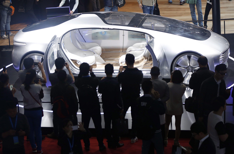 Publikumsmagnet auch auf der Shanghai Auto Show: das Forschungsauto F 015 von Mercedes.