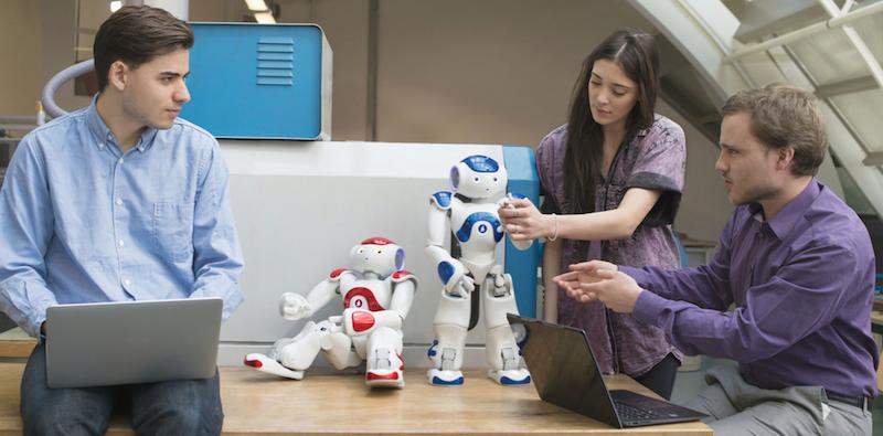 Roboter Nao des Herstellers Aldebaran Robotics: Der Roboter ist 58 Zentimeter groß und arbeitet derzeit in der japanischen Großbank Tokyo-Mitsubishi.