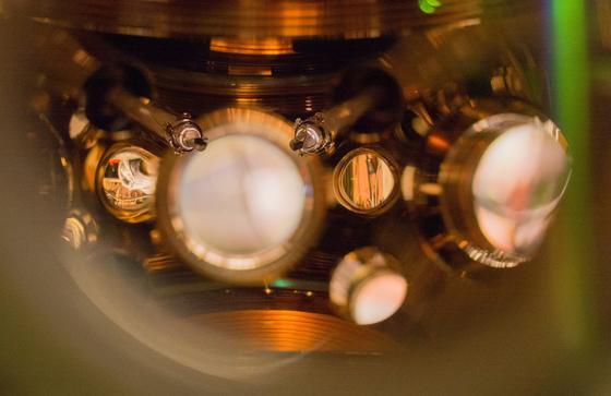 Strontium-Gitteruhr des JILA-Instituts: Sie weicht erst nach 15 Miliarden Jahren um eine Sekunde ab. Das ist länger als das Alter des Universums.