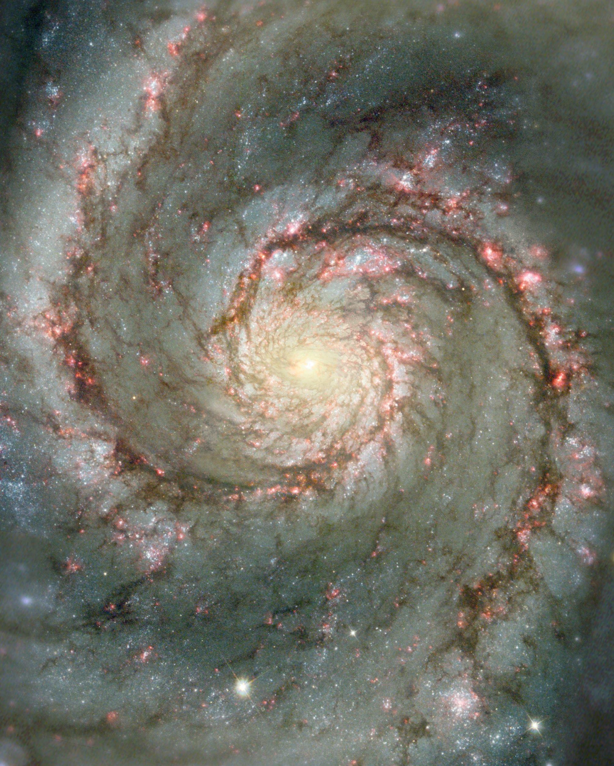Hubble hat auch Bilder von M51 geschossen. Die Spiralgalaxie ist 30 Millionen Lichtjahre von der Erde entfernt.