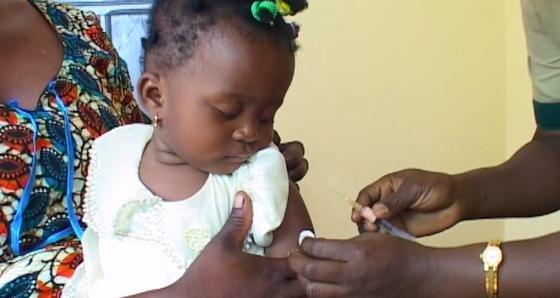 Impfung eines Kleinkindes gegen Malaria: Der neue WirkstoffRTS,S kann Kinder zu einem hohen Prozentsatz gegen Malaria schützen.