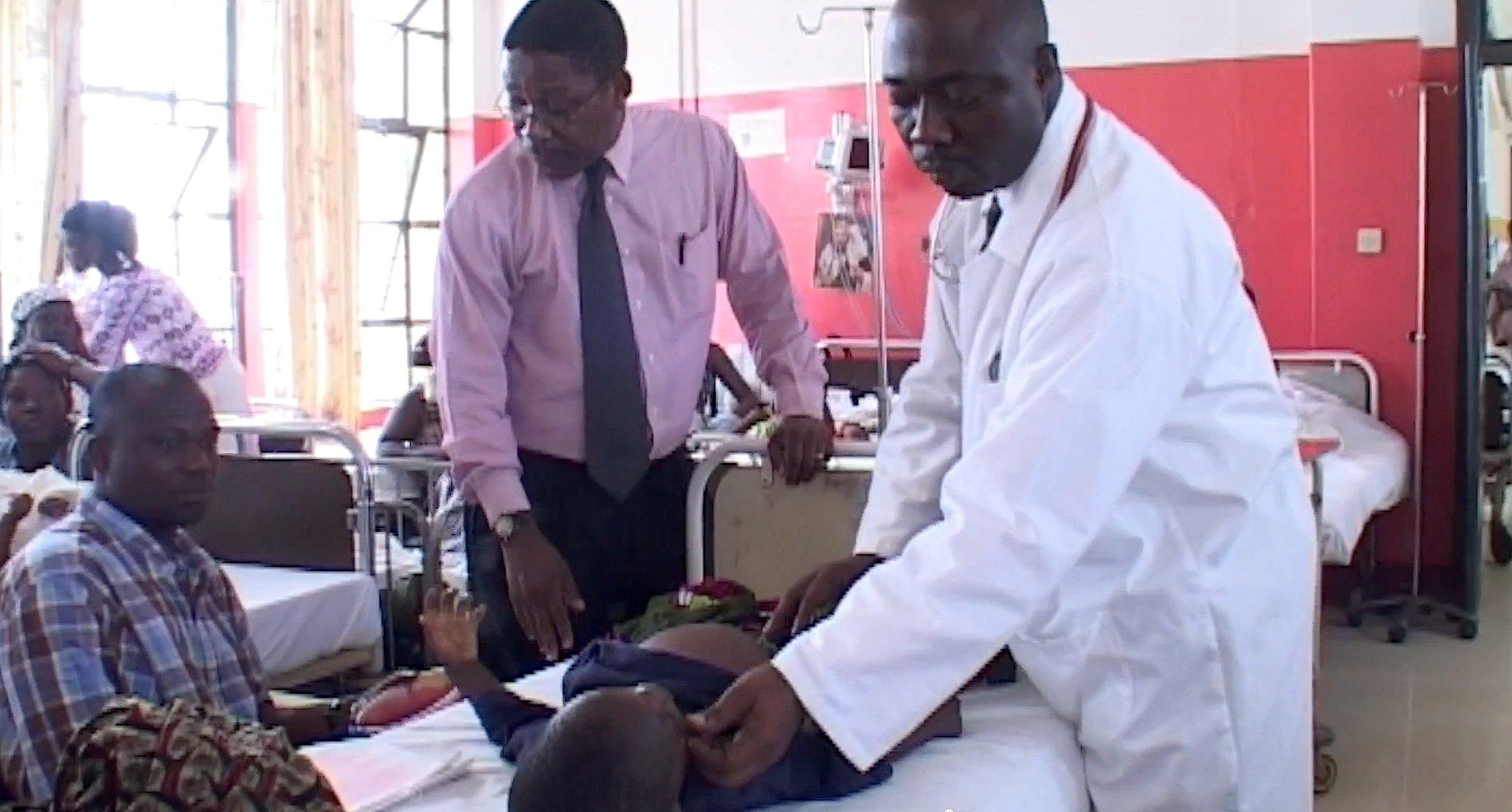 Kinder in einer Klinik in Afrika: GlaxoSmith Kline will den neuen Impfstoff gegen Malaria noch in diesem Jahr auf den Markt bringen.