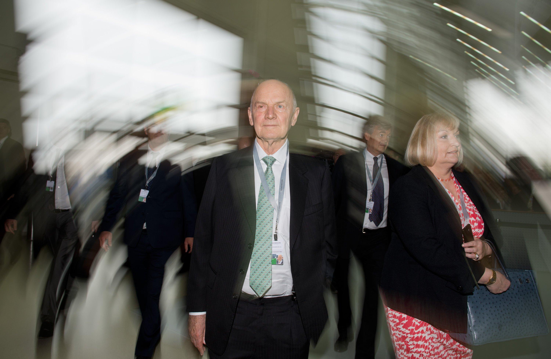 Der bisherige Aufsichtsratsvorsitzende der Volkswagen AG, Ferdinand Piëch, und seine Frau, VW-Aufsichtsratsmitglied Ursula Piëch, sind am Samstag von ihren Ämtern zurückgetreten.