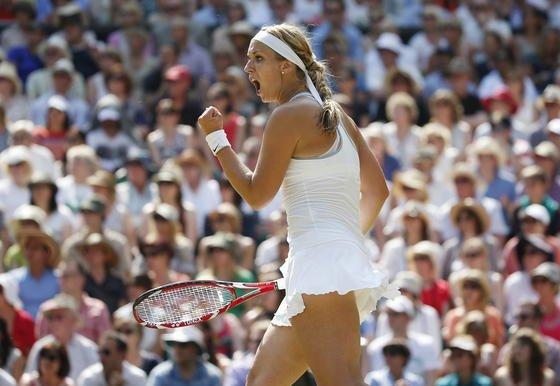 Sabine Lisicki beiWimbledon Championships:Der All England Lawn Tennis Club (AELTA) verbietet Zuschauern künftig während Wimbledon den Gebrauch von Selfie-Sticks. Englische Fußballclubs haben die Armverlängerung schon vorher verbannt.