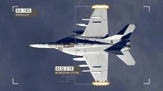 Das US-KampfflugzeugBoeing EA-18G Growler wird derzeit mit einem Erfassungssystem ausgestattet, mit dem sich zum Beispiel Schiffe orten lassen, ohne dass sie das wie bei einer Radarortung mitbekommen können. Der HochleistungsreceiverALQ-218 ist in den Spitzen der Tragflächen untergebracht.