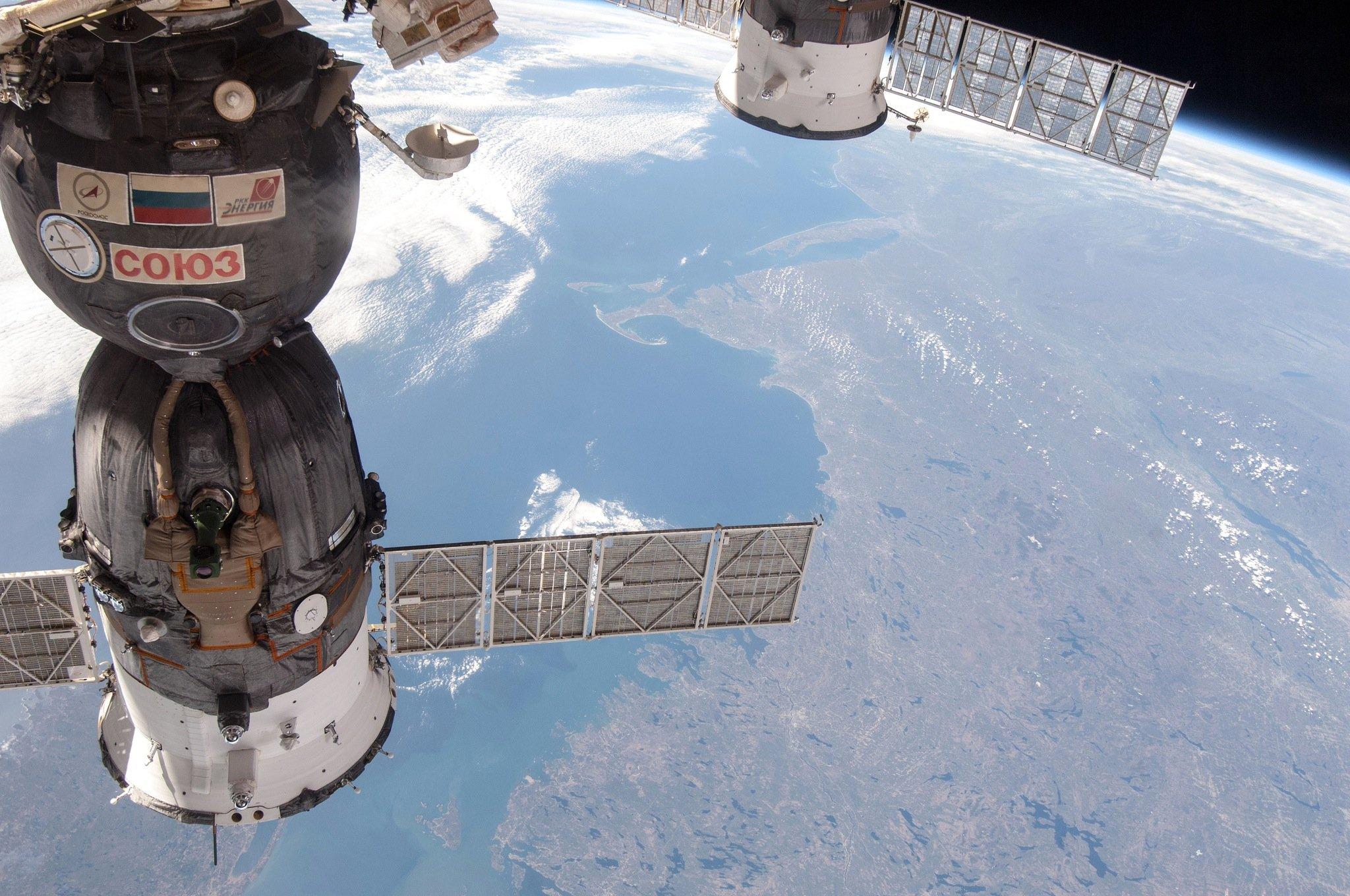 Eine an der ISS angekoppelte Sojus-Kapsel: Die Russen versorgen die ISS laufend mit Material. Diesmal ging der Transport mit einer Progress-Kapsel M-27M schief.