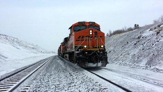 Bei Eis und Schnee verlieren die Antriebsräder der Lok schnell mal die Haftung. DasSchienensäuberungssystem von General Electric hilft laut Hersteller die Zugkraft der Loks in schlechtem Wetter um bis zu 30 Prozent steigern.