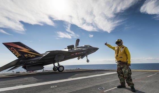 F-35B beim Start: Nach jedem Einsatz müssen Experten das Kampfflugzeug überprüfen. Das automatische Logistiksystem soll ihnen dabei helfen und Zeit einsparen.