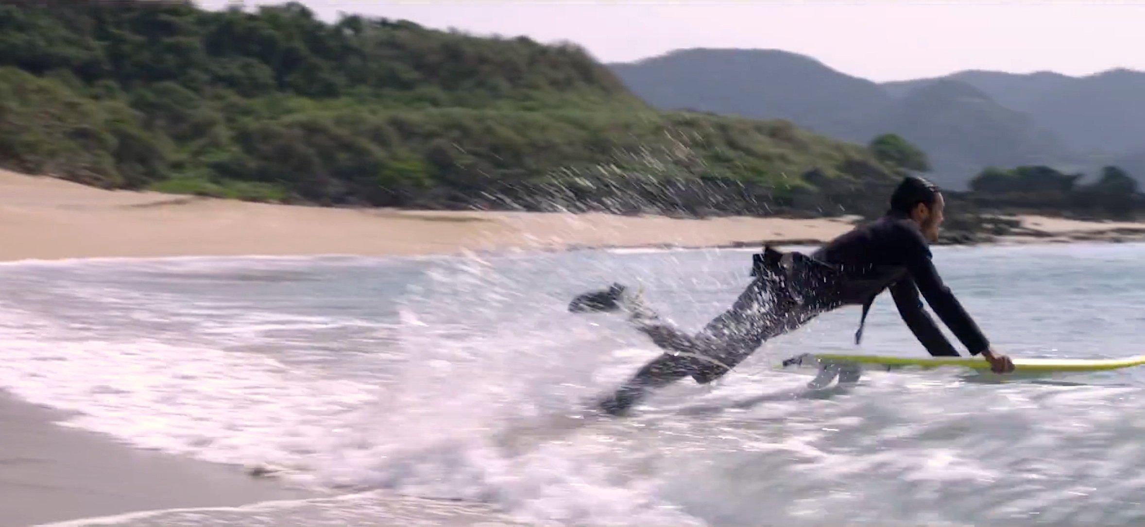 Mit einem Sprung direkt im Anzug aus dem Auto ins Meer: Das verspricht der neue NeoprenanzugTruewetsuits des japanischen Hersteller Quicksilver.