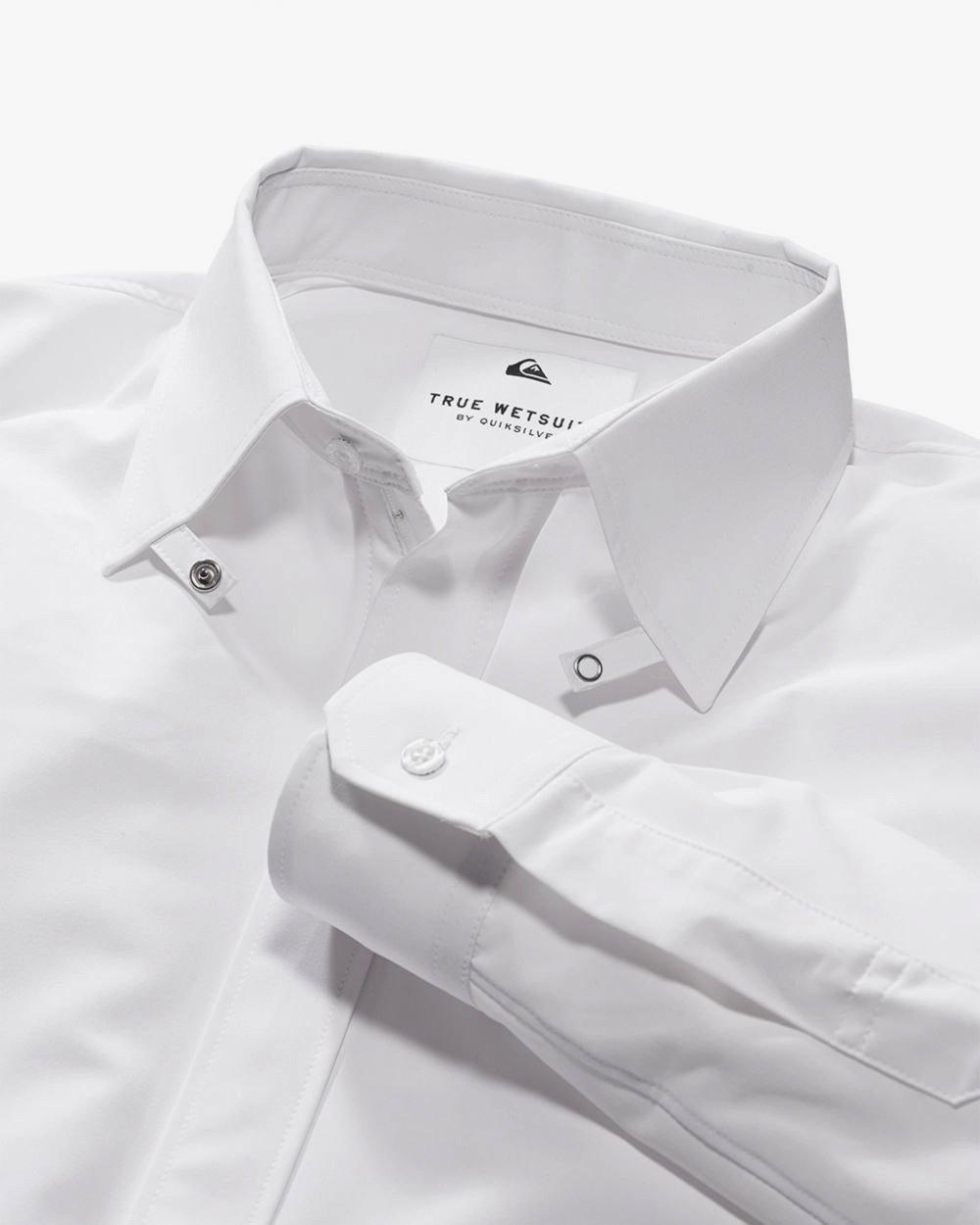 Das ist kein gewöhnliches Hemd aus Baumwolle, sondern aus Neopren und damit optimal geeignet zum Surfen im Meer.