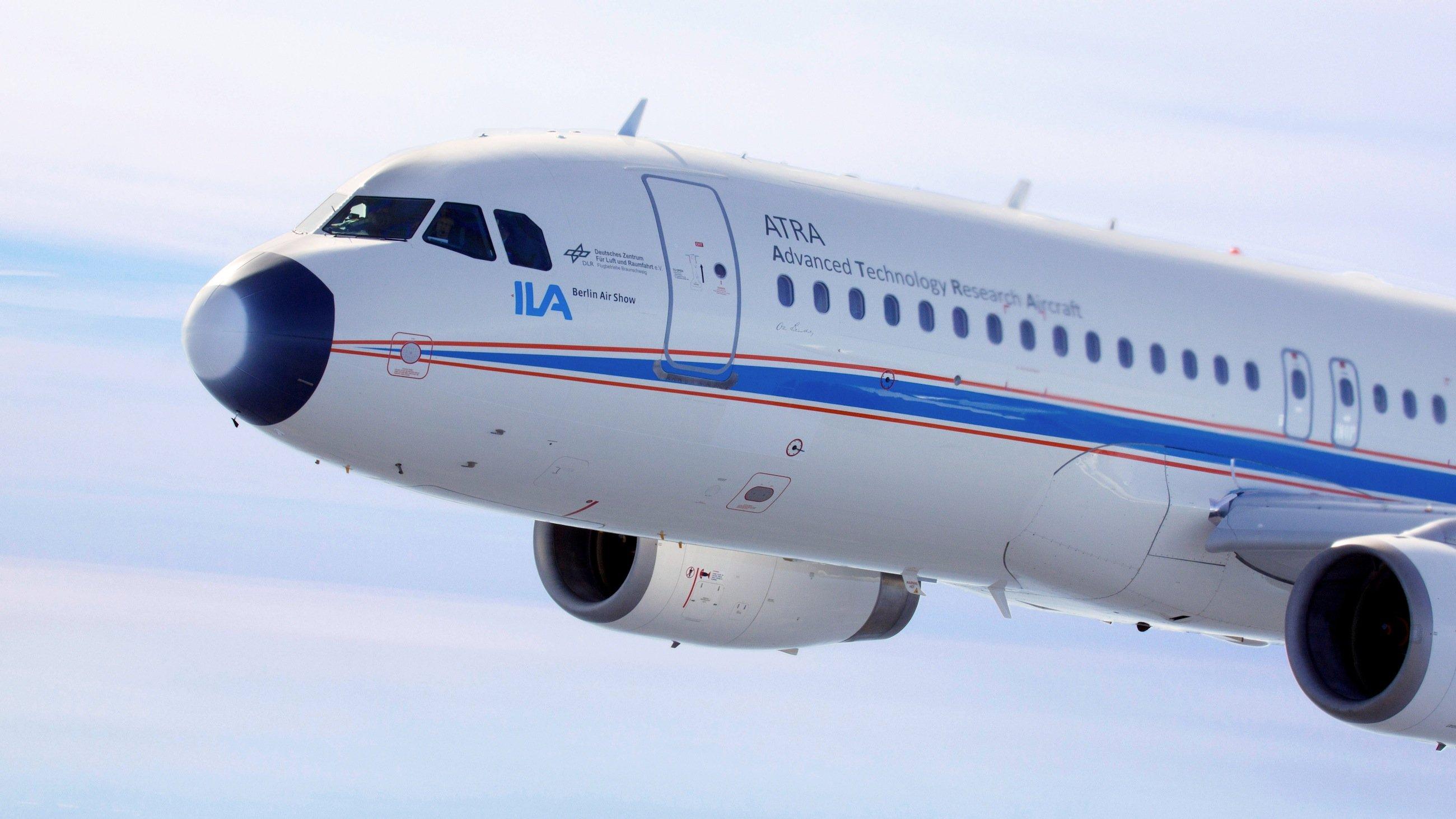 So langsam wie möglich: Das DLR-Forschungsflugzeug ATRA hat 30 Langsamflugversuche hinter sich. Mit den Daten sollen die Tragflächen für langsame Geschwindigkeiten optimiert werden.