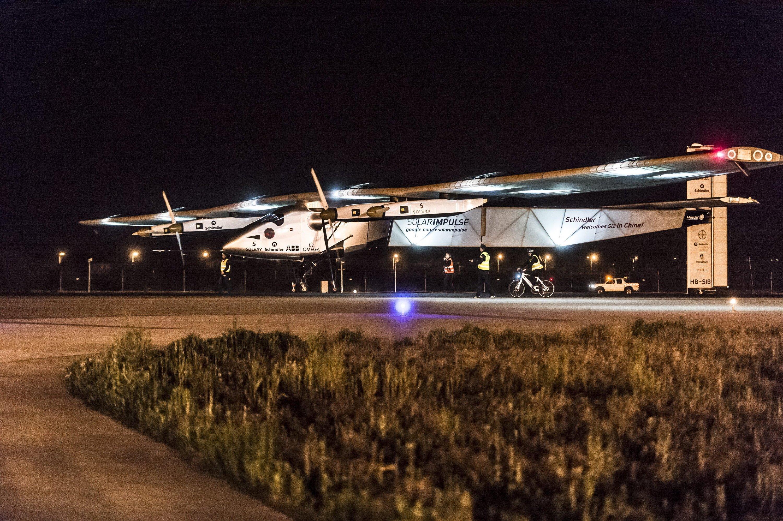 Solar Impulse bei der Landung in Nanjing (China): Eigentlich sollte der Flieger Dienstag nach Hawaii starten. Die siebte Etappe beginnt laut Flugteam aber frühestens Samstag.