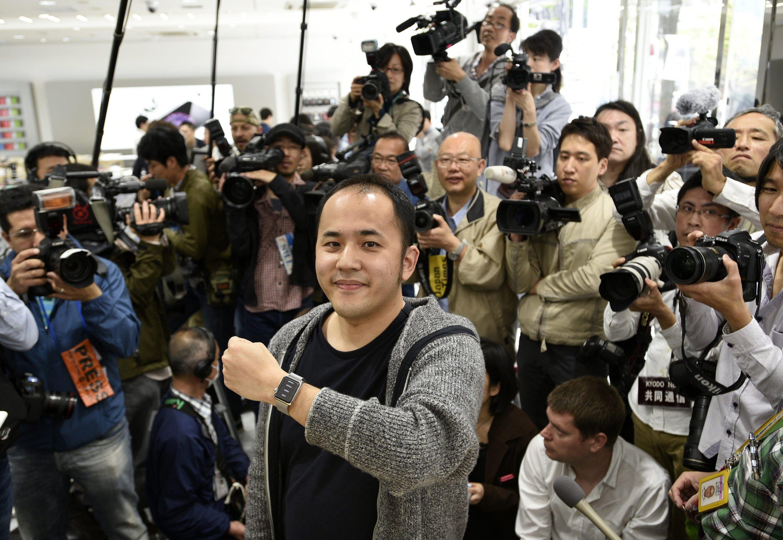 Erster Käufer einer Apple Watch in Tokio: Jetzt stellt sich heraus, dass die Uhr auch ihre Macken hat.