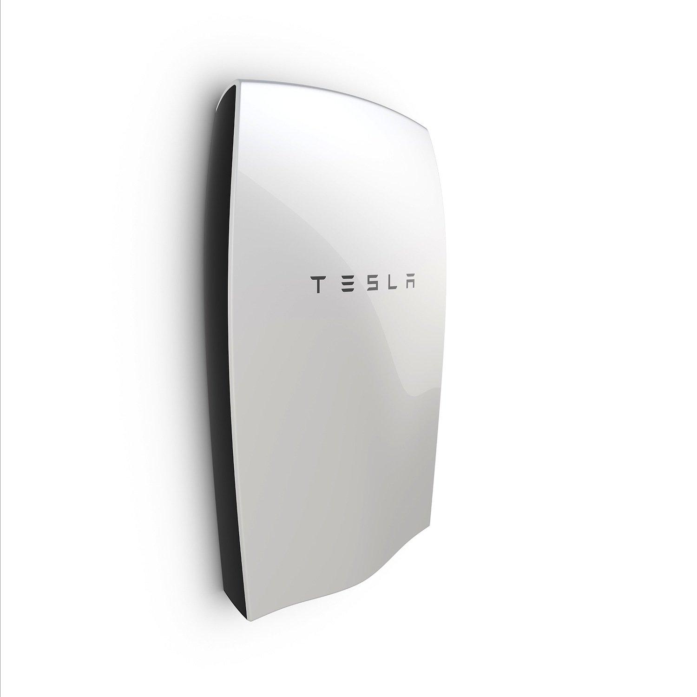 Die große Version der Lithium-Ionen-Batterie Powerwall hat eine Kapazität von zehn Kilowattstunden. Sie soll für 3500 US-Dollar auf den Markt kommen.