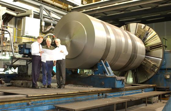 Das Krefelder Unternehmen Siempelkamp will sich in seinem Nuklearbereich auf die Fertigung von Castorbehältern und den Abbau vonReaktorbehältern konzentrieren. Die Produktion von Komponenten für Kernkraftwerke will Siempelkamp dagegen herunterfahren.