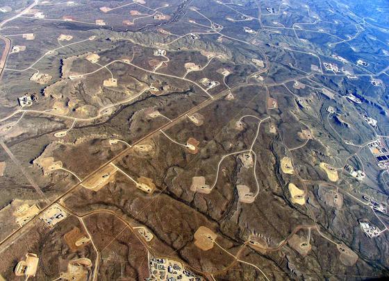 Fracking-Gebiet inWyoming: In den USA werden täglich rund drei Millionen Barrel (169 Liter) Erdöl durch Fracking gefördert.