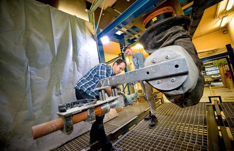 Spritzbeton-Roboter: Eigentlich ist dieser Roboter der Firma Kuka dazu gedacht, Autos zusammenzuschweißen.