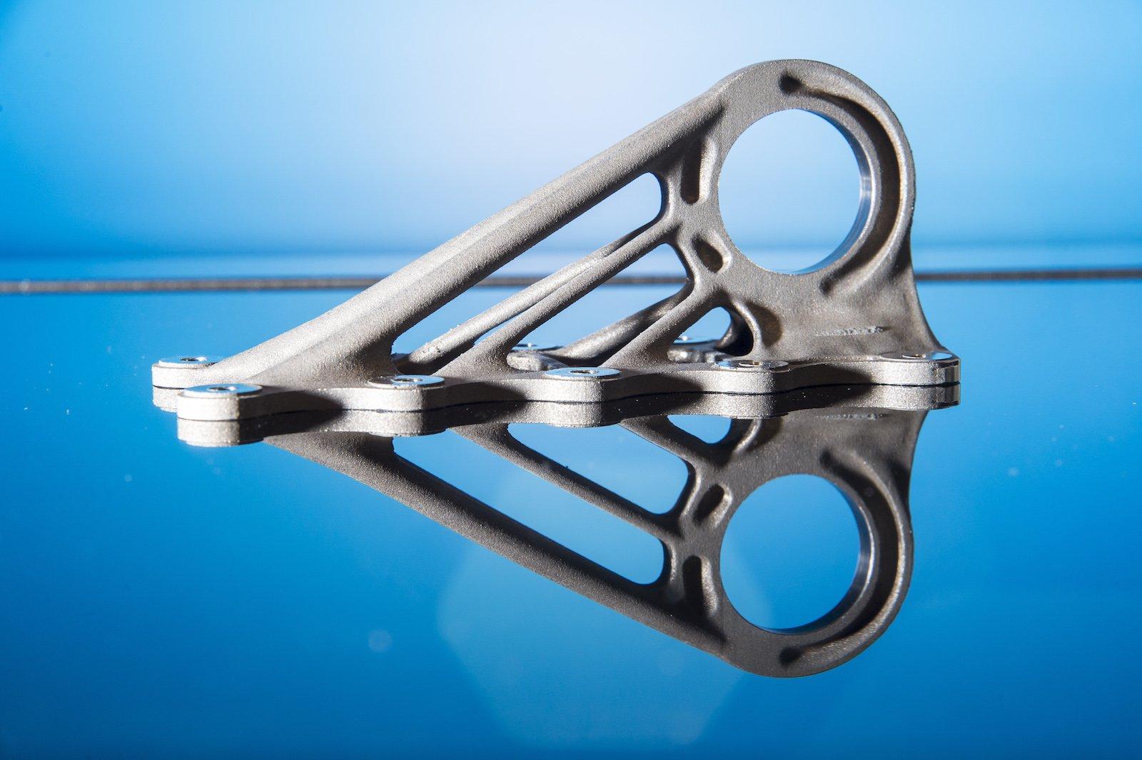 Eine im 3D-Druck hergestellte Klammer für den Flugzeugbau.