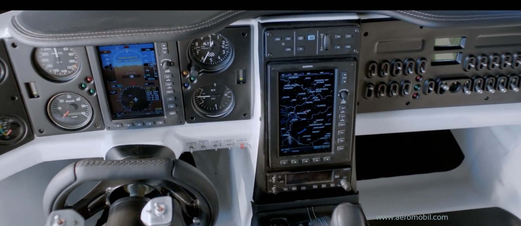 So sieht es im Cockpit des Aeromobils aus.