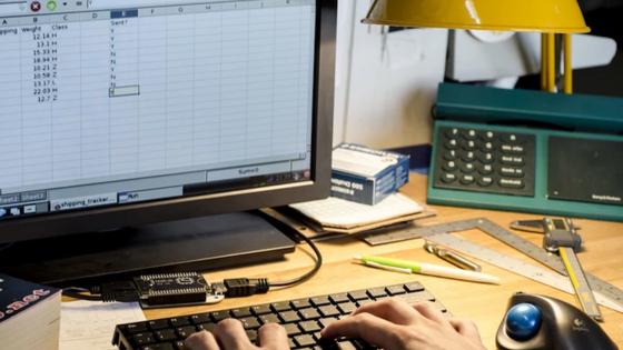 Chip im Einsatz: Der Minicomputer kommuniziert per Bluetooth mit Maus und Tastatur. Per WLAN kommt man ins Internet.