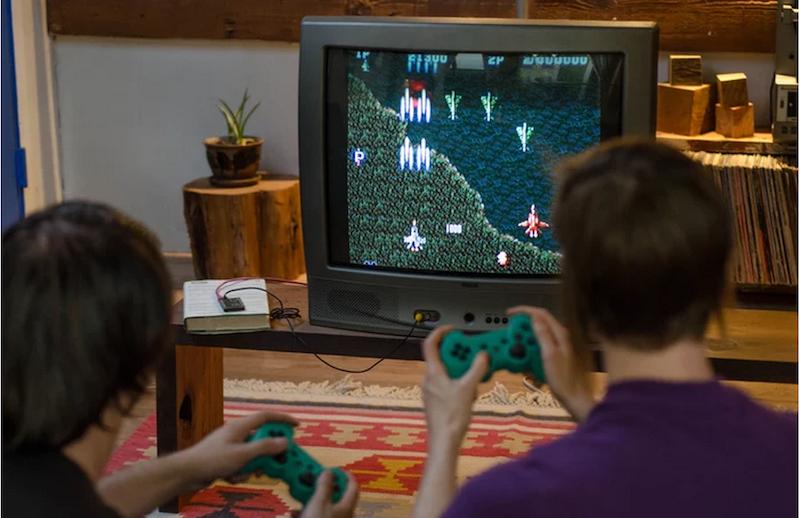 Kinder daddeln mit Chip: Auf dem Minicomputer sind zahlreiche Apps und Spiele vorinstalliert.