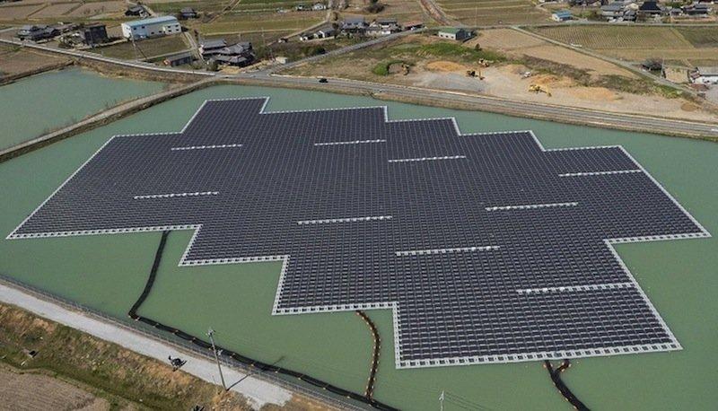 Solarpark auf dem See Nishihira: Gemeinsam mit dem SolarparkHigashihira liefert erpro Jahr 3,3 Millionen kWh Strom.