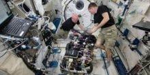 Drei ISS-Astronauten bleiben länger im All als geplant