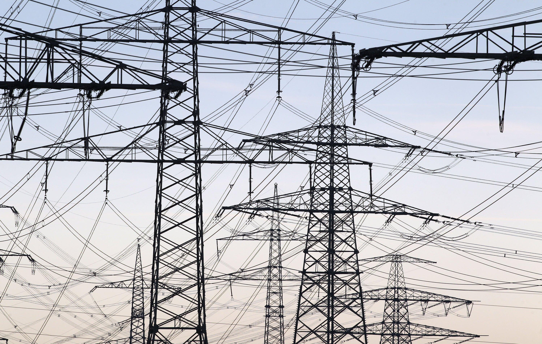 Die Stromtrassen sollen laut Aigners Plänen erst auf den letzten Metern in Bayern landen. Eine Mehrbelastung käme dadurch auf Hessen, Nordrhein-Westfalen und Baden-Württemberg zu.