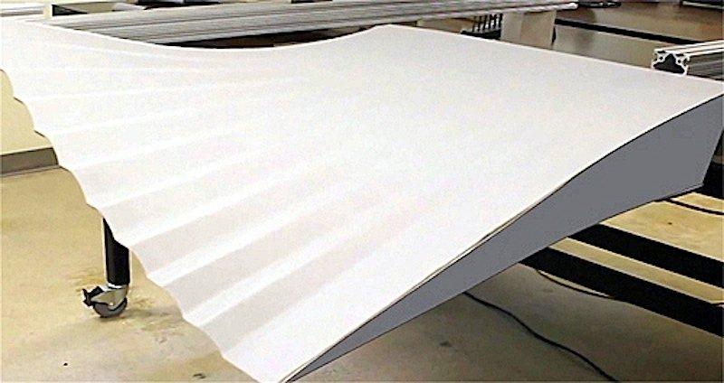 Die flexiblen Hinterkanten werden über Seilzüge gesteuert und können sich um bis zu 30 Prozent verformen. Sie sollen die traditionellen Landeklappen ersetzen.