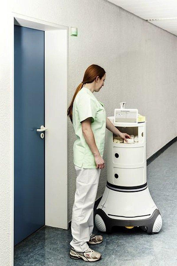 Der intelligente Pflegewagen fährt autonom zum Einsatzort.