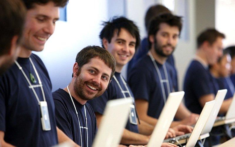 Apple-Mitarbeiter in Sydney: Zehn Jahre soll Apple an einem eigenen TV-Gerät gearbeitet haben. Jetzt wurden die Mitarbeiter in andere Abteilungen versetzt.
