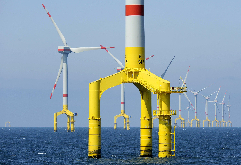 Bringen eine frische Brise ins Bau-Elend: Offshore-Windparks werden zwar auch teurer als ursprünglich geplant, aber im Schnitt nur um 20 Prozent. Laut Studie kosten andere öffentliche Großprojekte 73 % mehr als anfangs vorgesehen.