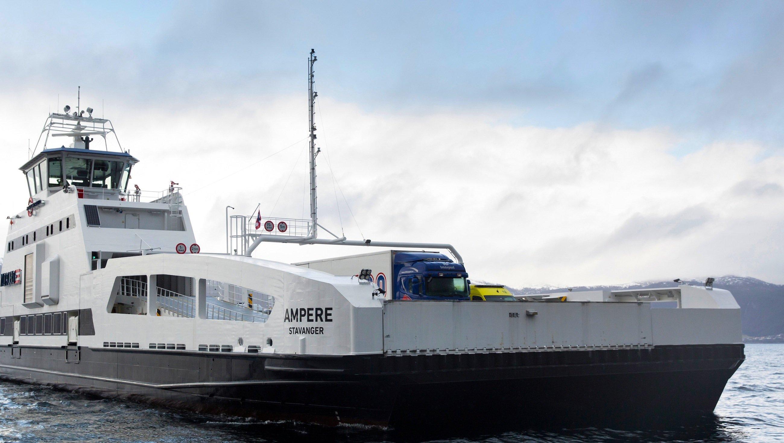 Die von Siemens in Kooperation mit dem Schiffbauer Fjellstrand ausgestattete weltweit erste elektrische Auto- und Passagierfähre mit dem Namen