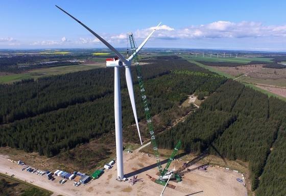 Der Prototyp der SWT-7.0-154 wurde jetzt im dänischen Østerild für den Probebetrieb installiert. Die Anlage kann auf hoher See so viel Strom produzieren, dass sie 7000 Haushalte versorgen kann.