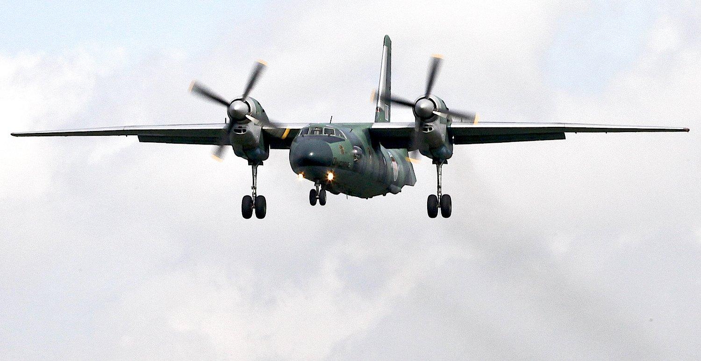 Antonov AN-32 im Anflug: Charakteristisch sind die Propeller, die auf den Tragflächen aufsitzen. Das verbessert Start- und Landeeigenschaften.