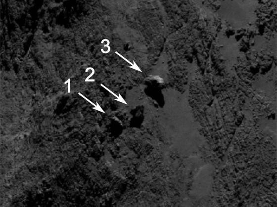 Blick auf die Oberfläche aus 29 km Entfernung: Felsbrocken Nummer zwei balanciert auf dem Rand einer Vertiefung. Die Forscher halten ihn für einen Wackelstein.