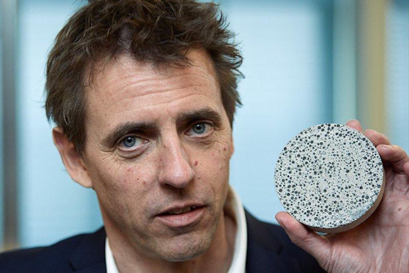 Hendrik Marius Jonkers forscht an der Fakultät für Bauingenieurwesen und Geowissenschaften der Technischen Universität Delft an einem speziellen Beton: Er kann sich mithilfe von Bakterien selbst reparieren.