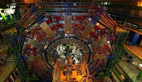Der Cern-Teilchenbeschleuniger LHC in Genf: Hier kollidierten erstmals Protonenstrahlen mit einer Rekordenergie von 13 TeV.