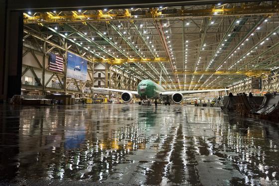 Produktion einer Boeing 777 in den USA: Die Herstellungskosten des Erfolgsmodells sollen auf unter 100 Millionen US-Dollar pro Stück gesunken sein.