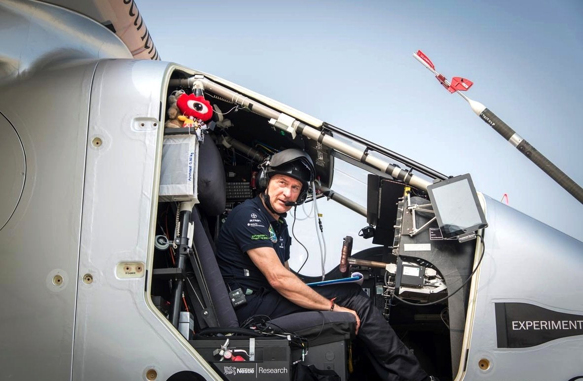 Pilot Andrè Borschberg muss im Cockpit der Solar Impulse 2 nachts Temperaturen von bis zu -20° C aushalten.