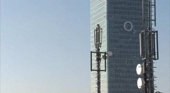 LTE-Antenne vor der Telefonica-Zentrale in München: Am heutigen Mittwoch hat die Versteigerung neuer Frequenzen für schnelles Internet begonnen.
