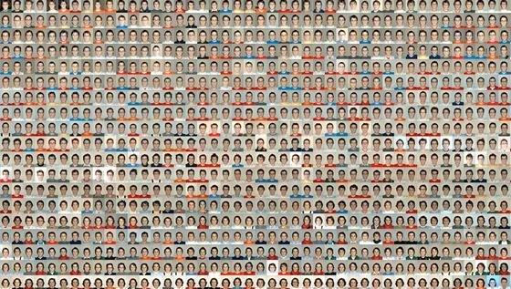 Seit 16 Jahren fotografiert sich Jonathan K. Keller jeden Tag selbst – mit dem gleichen versteinerten Gesichtsausdruck. Das Bild zeigt einen Ausschnitt der rund 6000 Fotos, die er für ein Zeitraffer-Video genutzt hat.